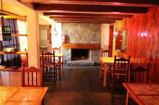 Universal Traveller's Lodge Hostel: Comedor