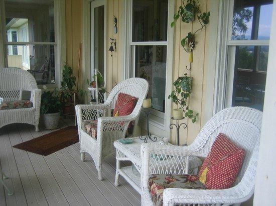 Featherstone at Thistlerock Ridge: Poarch & Sitting Area