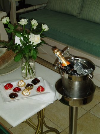 Mitos Suites: BIRTHDAY CELEBRATION