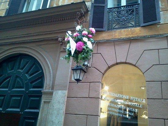 Domus Borgognona: via borgognona cuadra del hotel