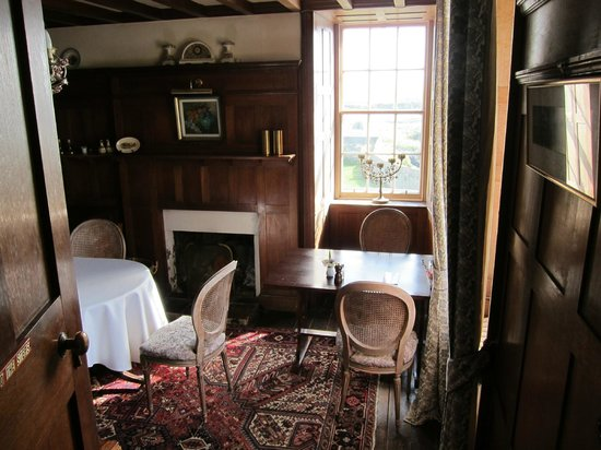 Burrastow House: wood panelled breakfast / dining room