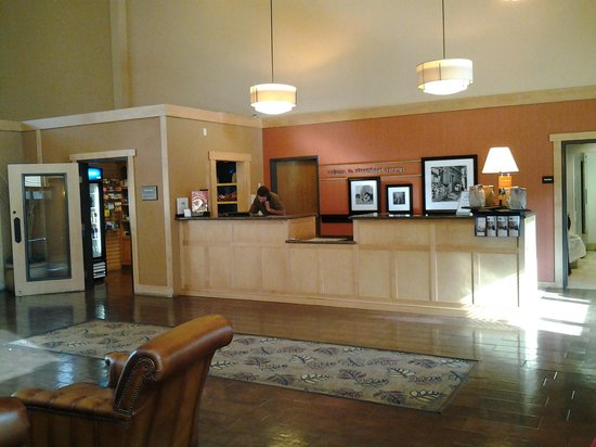 Hampton Inn And Suites Steamboat Springs: Front desk