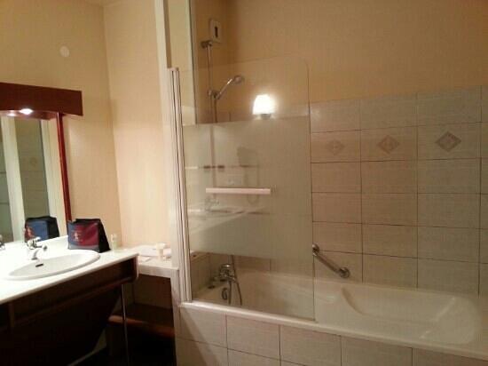BEST WESTERN La Palmeraie : Salle de bains de la suite