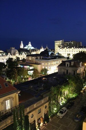 Hotel Metropole Monte-Carlo: Вид из окна вечером