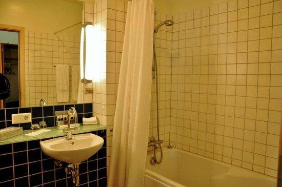 Hotel Selfoss : Bathroom at room no 217