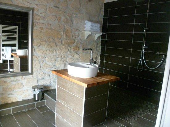 restaurant et chambre d'hôte : salle de bain chambre familiale