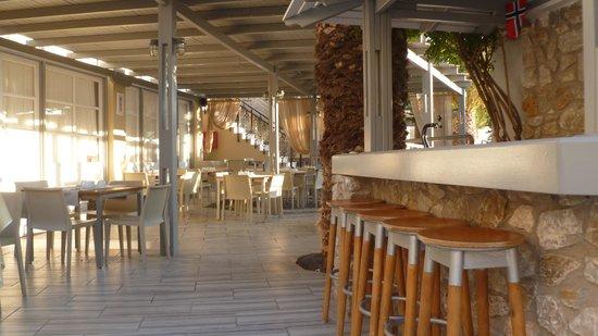 Antinea Suites Hotel & Spa : poolbar