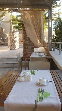 Antinea Suites Hotel & Spa: eetterras