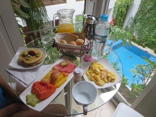 Casa Claver Loft Boutique Hotel: breakfast in our room
