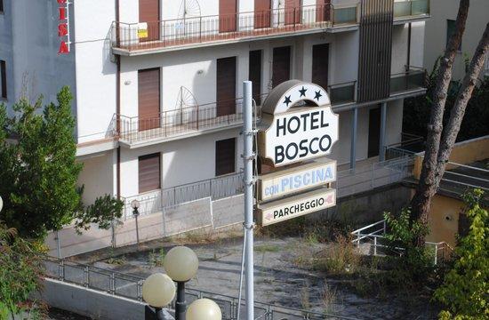 Hotel Bosco: Insegna