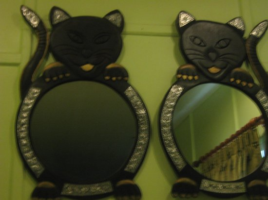 Sam Sen Sam Place : kitty kat mirrors