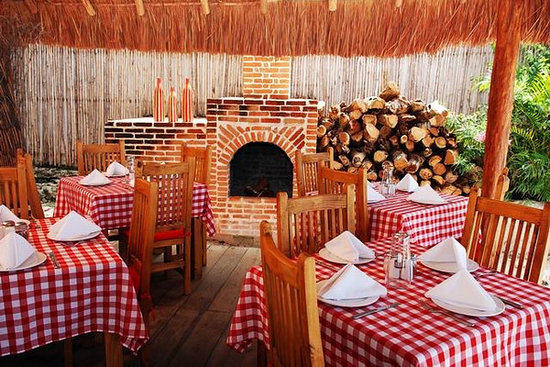 Trattoria Da Salvatore El Cid Resort: Serving Exquisite Oven-brick Pizzas