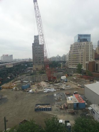 Fairfield Inn & Suites New York Queens/Queensboro Bridge: The not so great view from 809