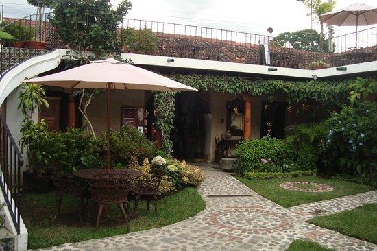 Hotel Los Pasos: patio de entrada