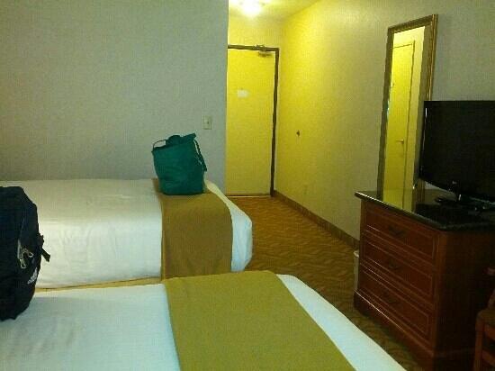 Holiday Inn Express Hotel & Suites Pasadena Colorado Blvd.: our room