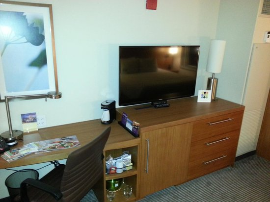 Hyatt Place Chicago / River North : Great TV... at least 37inch
