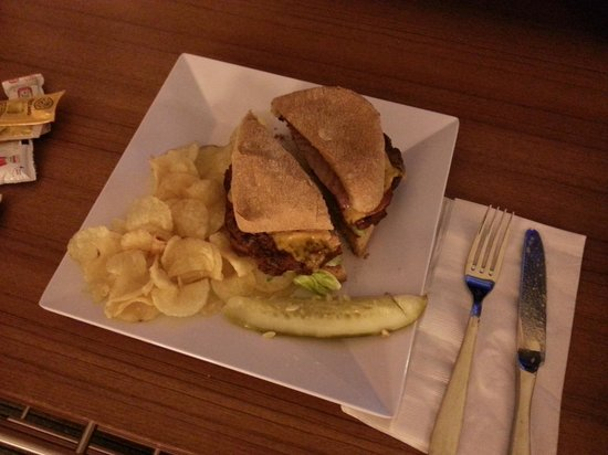 Hyatt Place Chicago / River North: Nice Burger!
