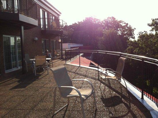 Heidel House Resort & Spa: Shared balcony/patio