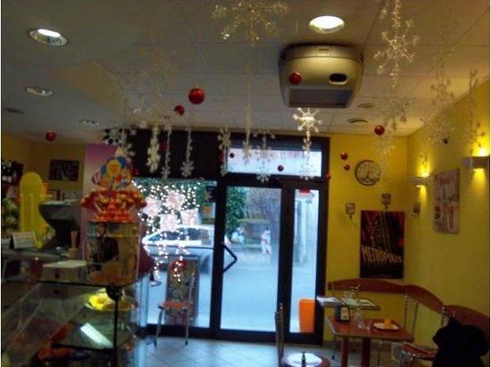 Metropolis Cafe: interno bar