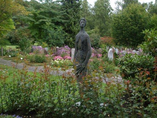 Friedhof Fluntern (Fluntern Cemetery): Stone marker