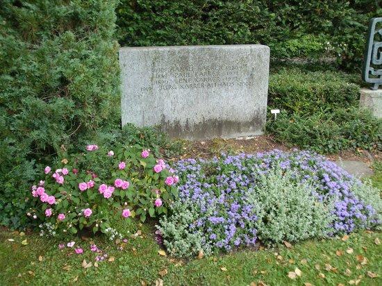 Friedhof Fluntern (Fluntern Cemetery): Paul Karrer Nobel Prize winner marker