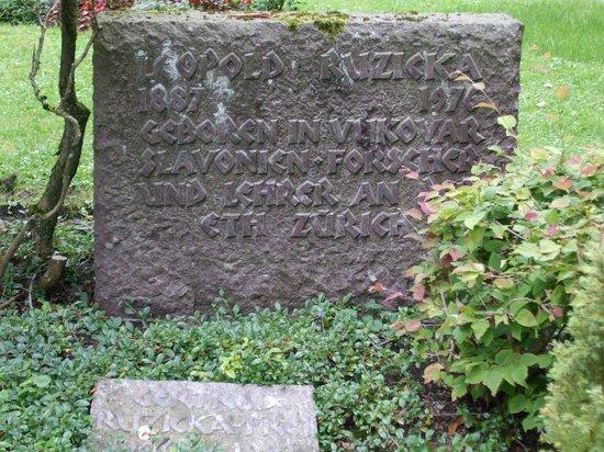 Friedhof Fluntern (Fluntern Cemetery): Leopold Ruzicka Nobel Prize winner marker