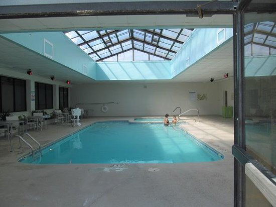 DoubleTree by Hilton Hotel Atlantic Beach Oceanfront: Indoor pool and hot tub