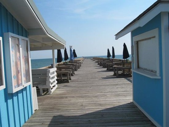 DoubleTree by Hilton Hotel Atlantic Beach Oceanfront: View of the pier from Molly's