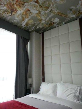 Hotel Indigo : Beautiful ceiling.