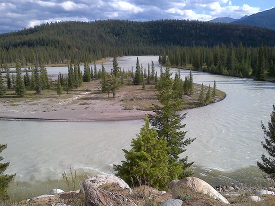 Tekarra Lodge: View of the Athabasca River from the site