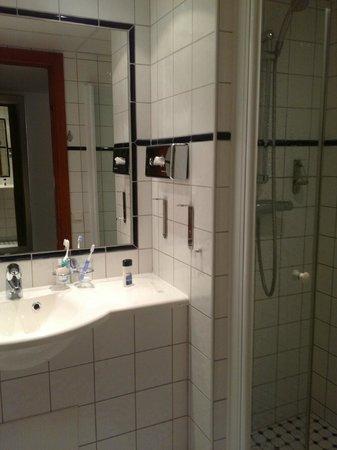 Scandic Klara: Baño