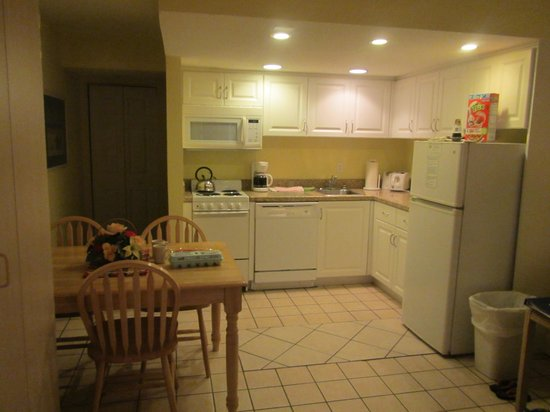 Sand and Surf by EVRentals : Kitchen area