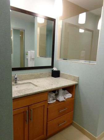 HYATT house Fort Lauderdale Airport & Cruise Port: MODERN, CLEAN