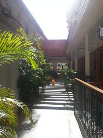 Hotel Melia Ponce : Courtyard to the pool