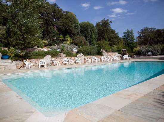 Camping La Vetta : We have two beautifully landscaped swimming pools. Deux superbes piscines paysagées.