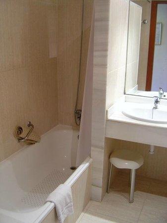Hotel Marina Torrenova: Bathroom