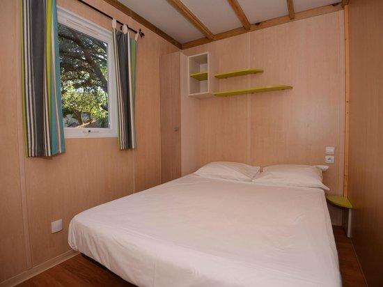 Camping La Vetta : 3-bedroom chalet. Chalet 3 chambres.