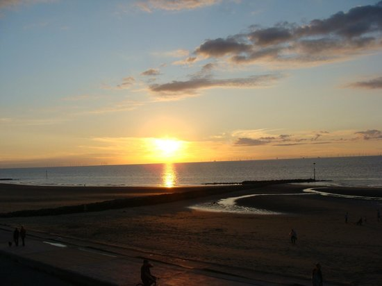 The Beaches Hotel: 1st sunset in Prestatyn, viewed from my room