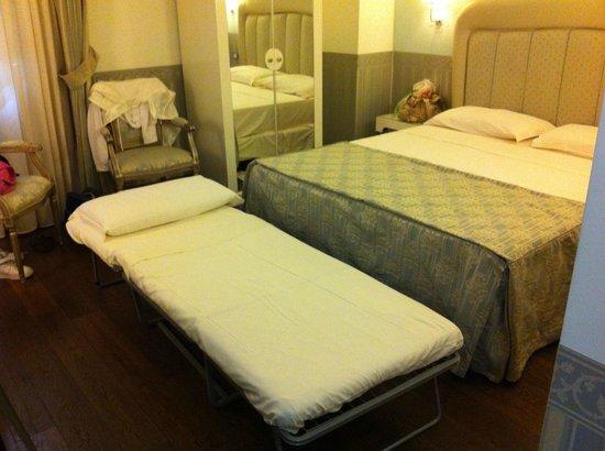 Hotel Oriente: Camera piccola: i letti erano attaccati