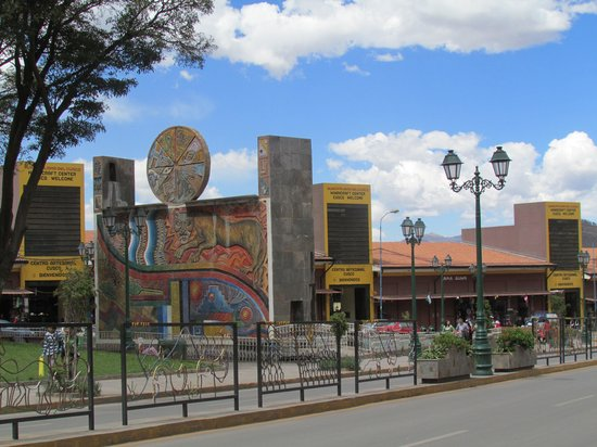 Hotel Jose Antonio Cusco: praça em frente ao hotel