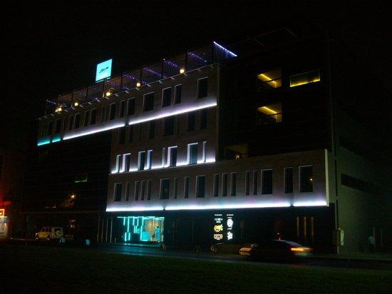 Hues Boutique Hotel: Отель ночью
