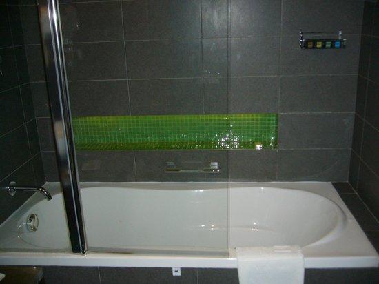 Hues Boutique Hotel: Ванная