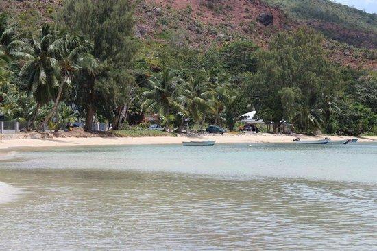 Ocean Bay Guest House: spiaggia davanti alla struttura
