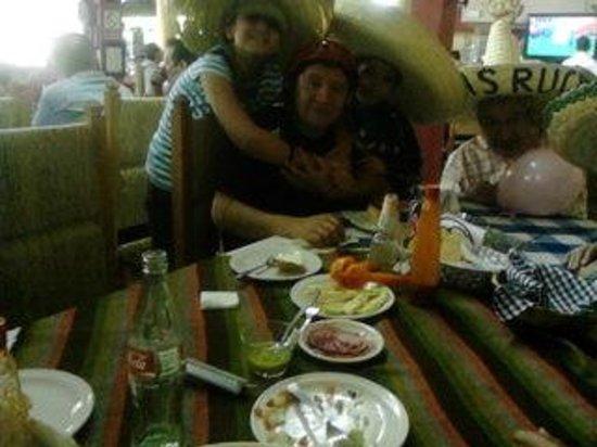 El Farallon de Tepic: Festejando cumpleaños...