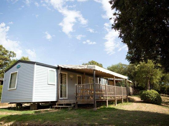 Camping La Vetta: 3-bedroom mobil home (Olivier). Mobil home 3 chambres (Olivier).
