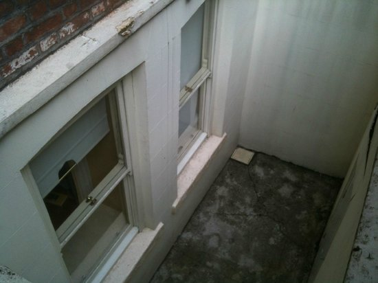 Trinity Lodge: ancora le finestre della camera