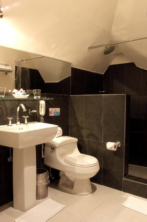The Book Hotel : Bathroom