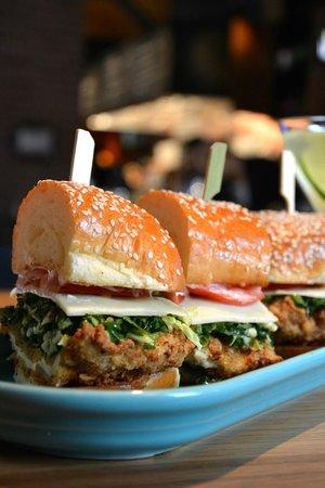 The White House Tavern: Crispy Chicken Sandwich
