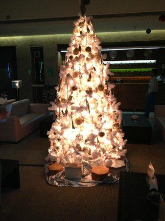 Hues Boutique Hotel : Холл отеля в новогодние праздники 2013