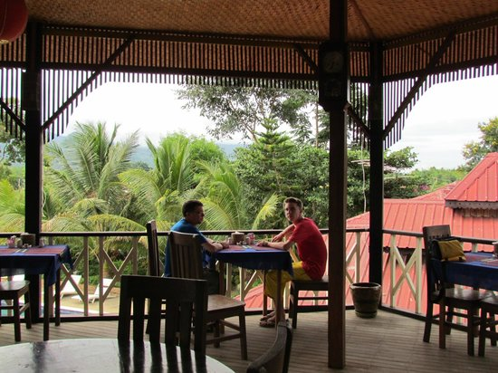 Princess Garden Hotel : breakfast in the open air restaurant with great views